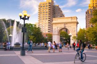 Tour a New York per visitare il Washington Square Park.
